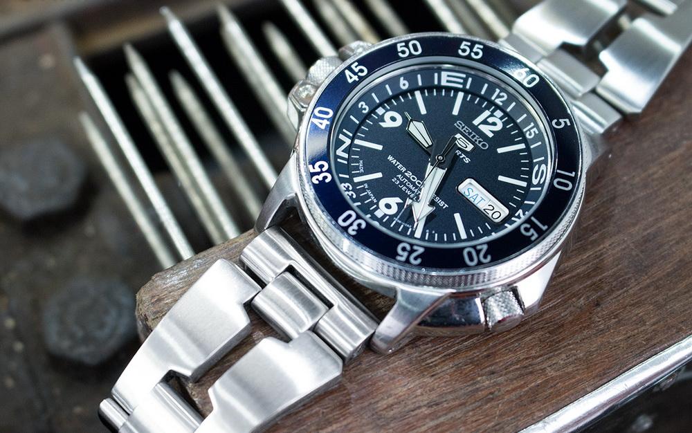 Металлические часовые браслеты